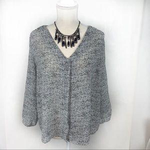 H&M Black and White 3/4 Sleeve V-Neck Blouse Sz 10